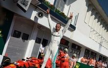 Hamilton győzött és növelte előnyét