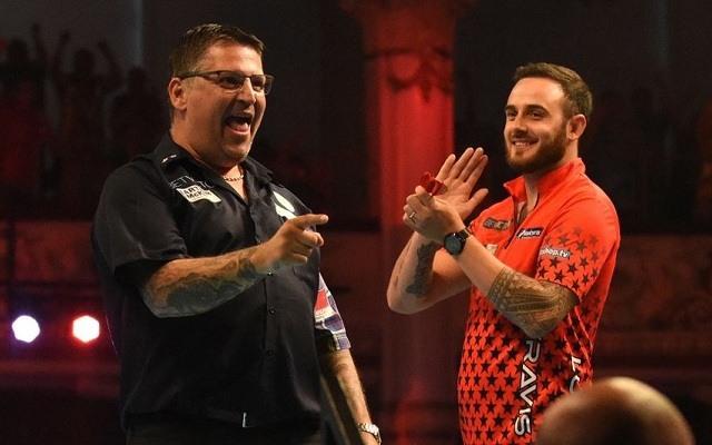 Anderson harmadik elődöntőjére készül Blackpoolban. - Fotó: PDC