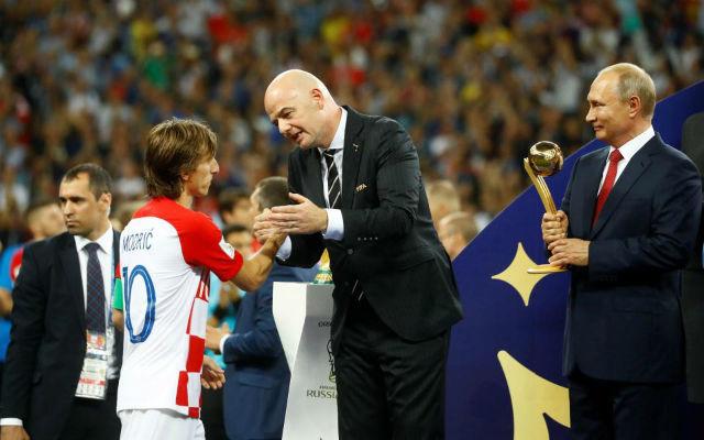 A horvátok büszkesége átveszi megérdemelt jutalmát a vb-n. fotó: Reuters