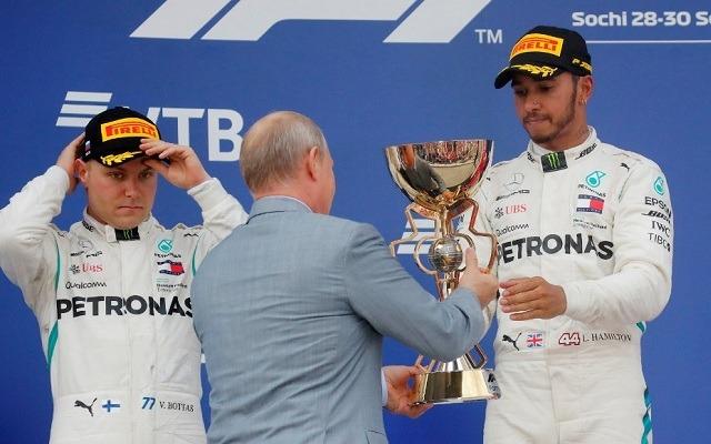 Bottas nem örült, hogy el kellett engednie Hamiltont Szocsiban. - Fotó: F1