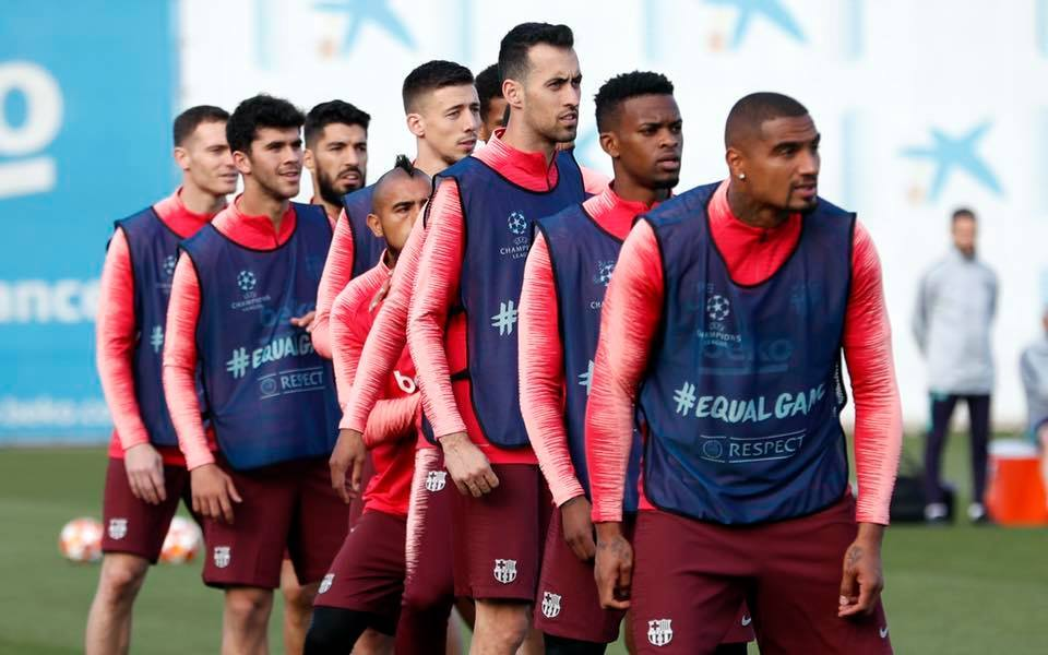 """A Barca által közölt edzésképeken is a """"tartalék""""  arc / facebook.com"""