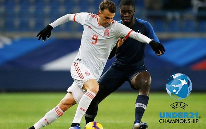 Borja Mayoral és Dayot Upamecano küzd a 2018 novemberében lejátszott felkészülési meccsükön. fotó: UEFA