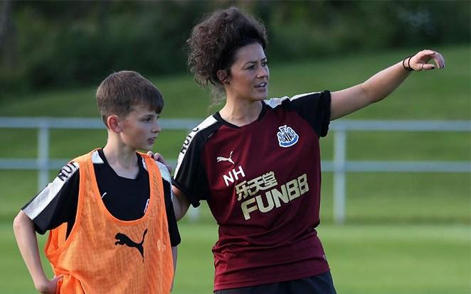 Natalie Henderson a Newcastle akadémiájának útját egyengetik. fotó: Premier League Official