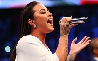 Hozhat egy kis pénzt a konyhára a dögös énekesnő a Super Bowlon