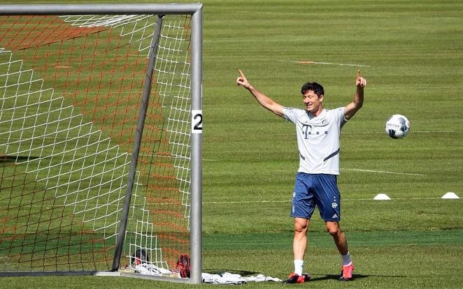 Nem csak a drukkerek, hanem természetesen a játékosok is tűkön ülve várják a folytatást. Fotó: Bundesliga.com