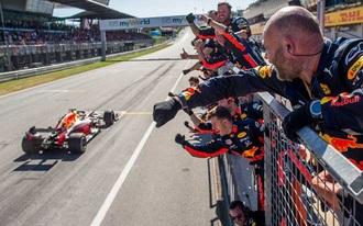 Verstappen sikerével indul a szezon? - Már fogadhatunk az idei első versenyre!