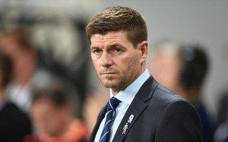 Melyik edzőfenomén ül le a Newcastle padjára?