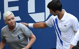 Ütőtörés, ápolás vagy leléptetés? - őrült fogadások a Djokovics-Medvedev döntőre