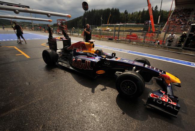 Vettel hátát nézi a mezőny Valenciában - Fotó: AFP