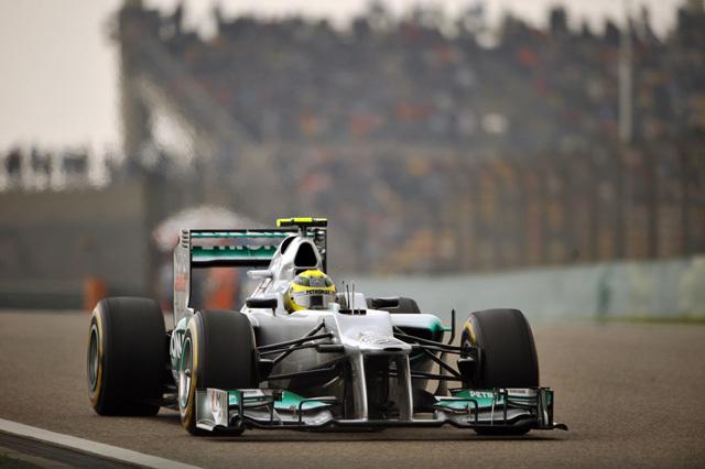 Rosberg itt még nyeretlenül száguld a Kínai Nagydíj időmérő edzésén - forrás: AFP