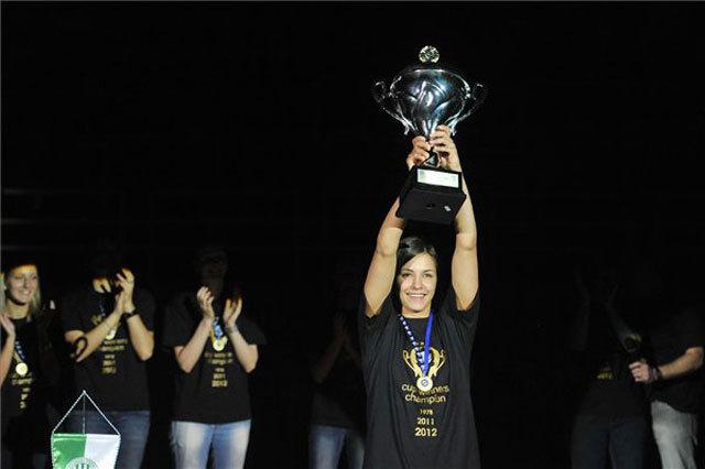 Szucsánszki Zita egy éven belül másodszor mutathatja meg a KEK-trófeát a szurkolóknak