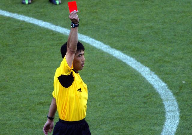 Az egykori FIFA-játékvezető sem úszta meg a büntetést - Fotó: AFP