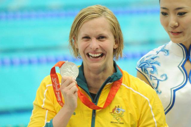 Az ausztrál úszónő Pekingben széles mosollyal ünnepelte győzelmét 100 méteres pillangóúszásban - Fotó: swimming.org.au