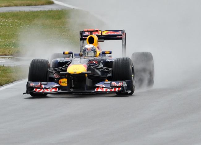 Vettel tavaly az eső miatt bukott - Fotó: AFP