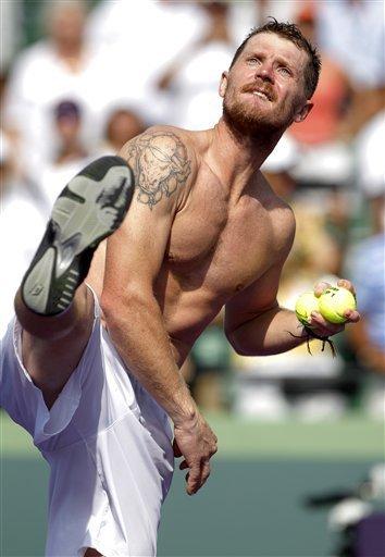 Alex Bogomolov nem titkolja tetoválásait - Fotó: http://cornedbeefhash.wordpress.com