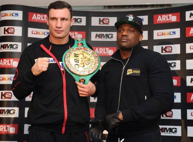 Vitalj Klicsko és Dereck Chisora a WBC nehézsúlyú világbajnoki címmérkőzése előtt